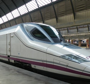 Un AVE de Renfe en la estación de Atocha
