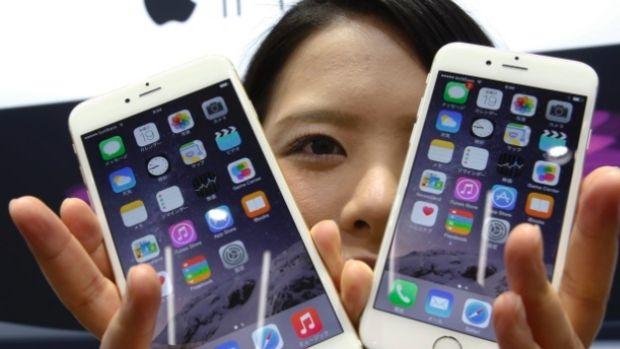 Manel Loureiro | China instala en los móviles de las personas que cruzan su frontera un programa para controlar todo lo que hacen