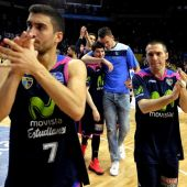 Los jugadores del Estudiantes celebran el triunfo