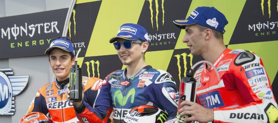 Lorenzo, Márquez, y Andrea Ianonne, en el podio de Mugello