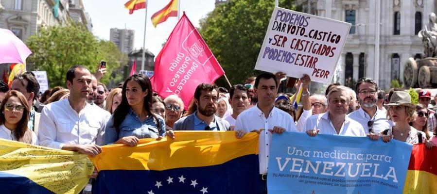Varios líderes políticos en la marcha contra Maduro en Madrid