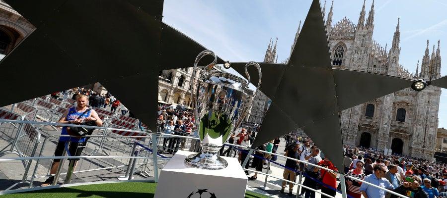 El trofeo de la Champions League, en Milán