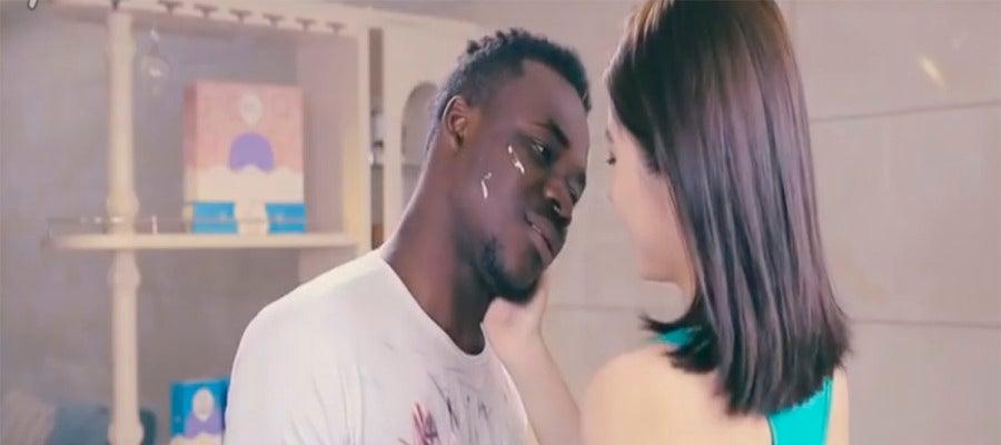 Instante del anuncio racista de detergente