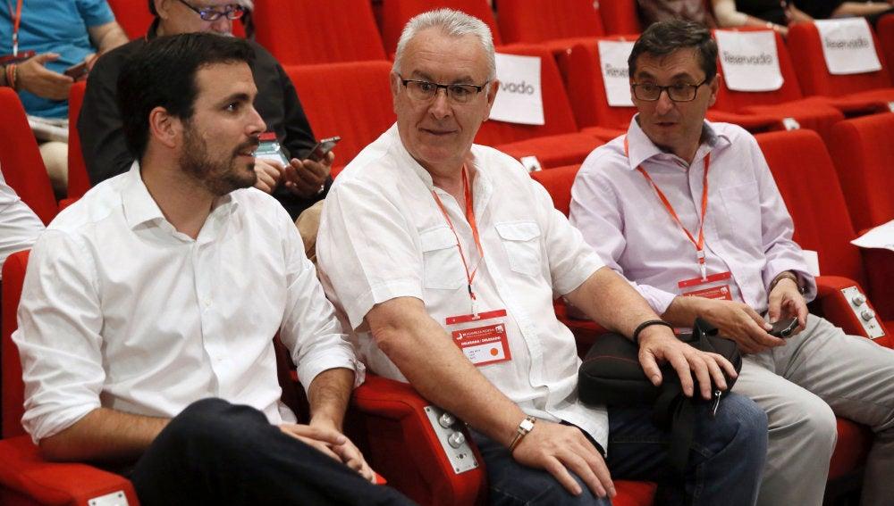 Alberto Garzón junto a Cayo Lara