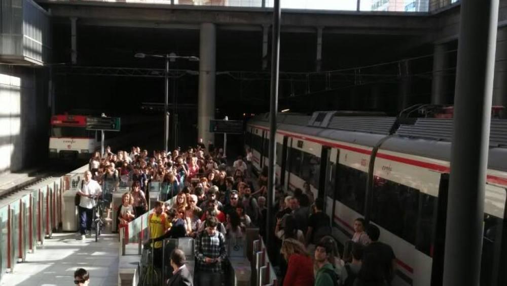 Usuarios de Cercanías a su llegada a Castellón.