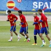 Suave entrenamiento de los titulares de España