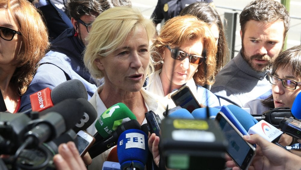 Ana Duato ante los medios