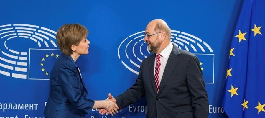 El Presidente del Parlamento Europeo, el alemán Martin Schulz, y la ministra principal escocesa, Nicola Sturgeon