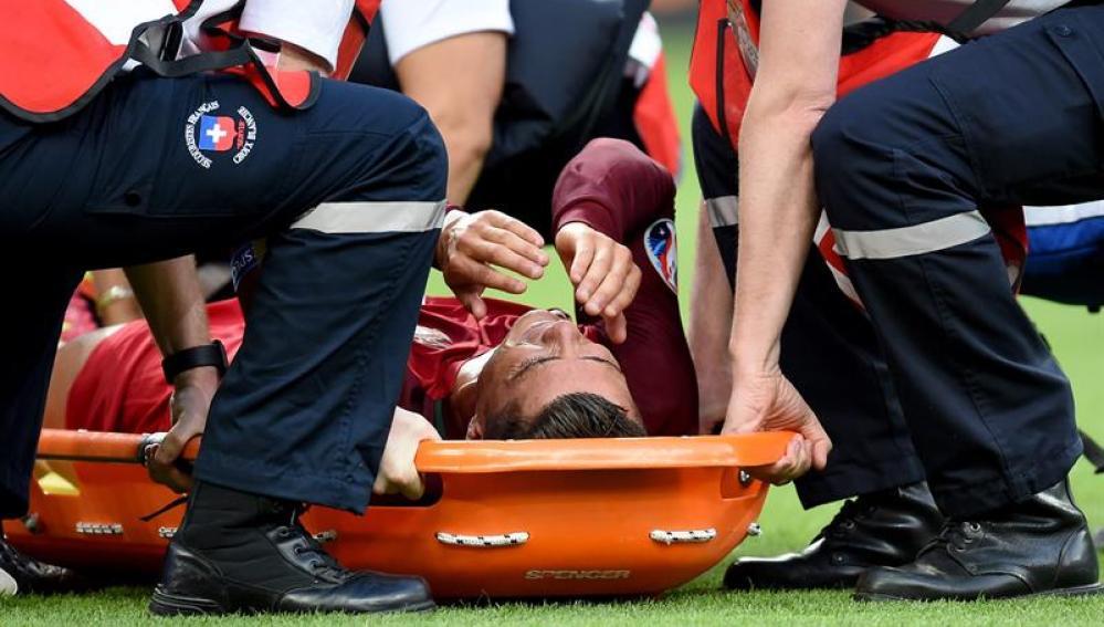 Cristiano abandona el terreno de juego por lesión