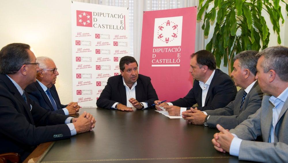Javier Moliner con empresarios de la cerámica