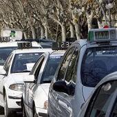 Imagen de archivo de unos taxis en Valencia