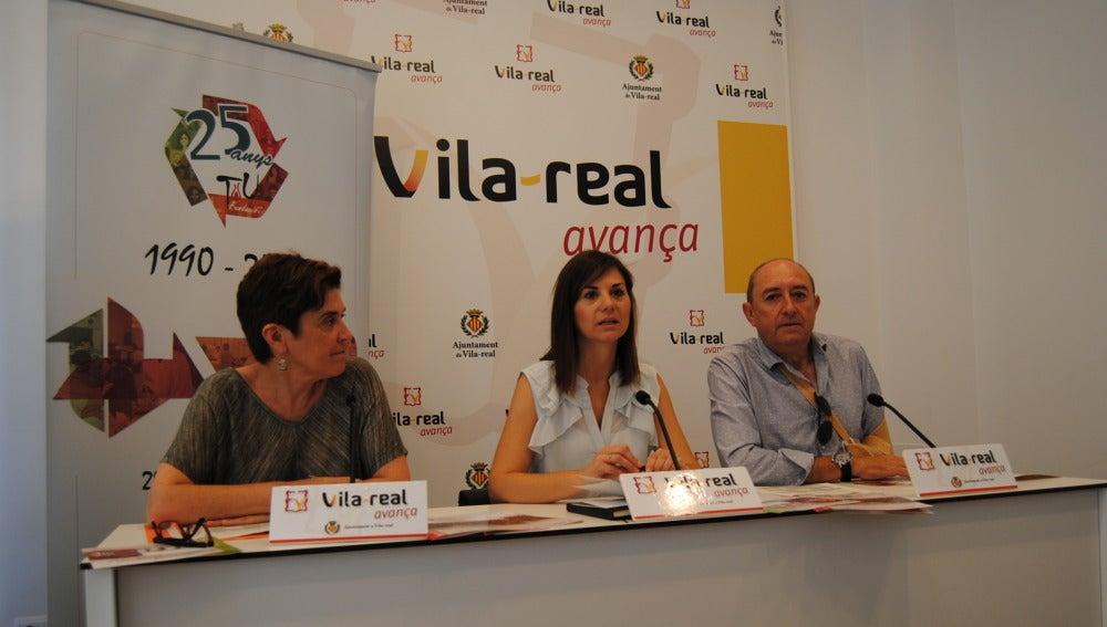 La gerent de Tots Units, Charo Castelló, la regidora d'Economia, María Dolores Parra i el president de l'entitat, Enric Reverter.