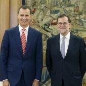 Mariano Rajoy junto al Rey Felipe VI