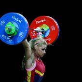 Lidia Valentín levanta las pesas en Río