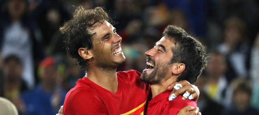 Rafa Nadal y Marc López celebran la medalla de oro