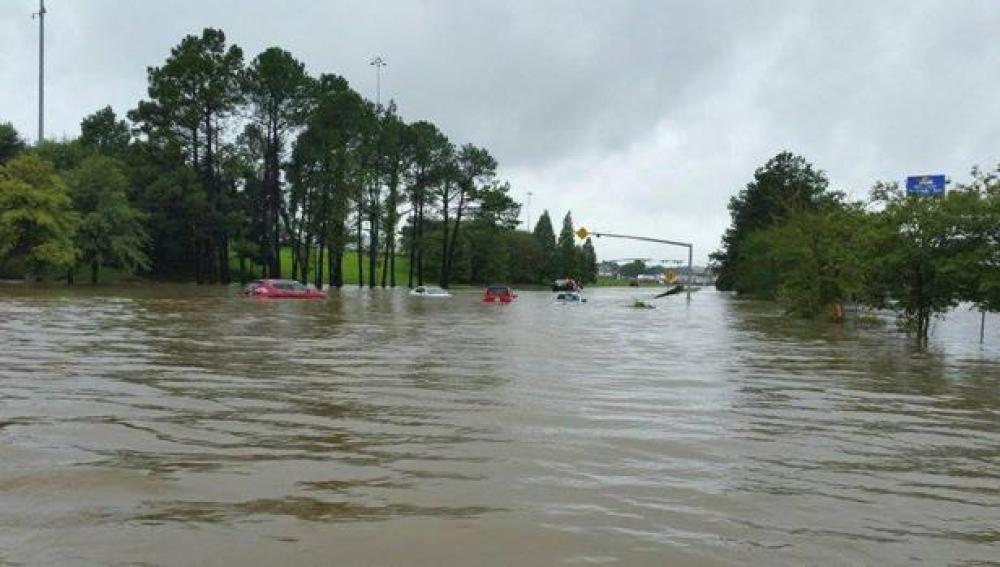 Las inundaciones de Luisiana dejan varios coches sumergidos