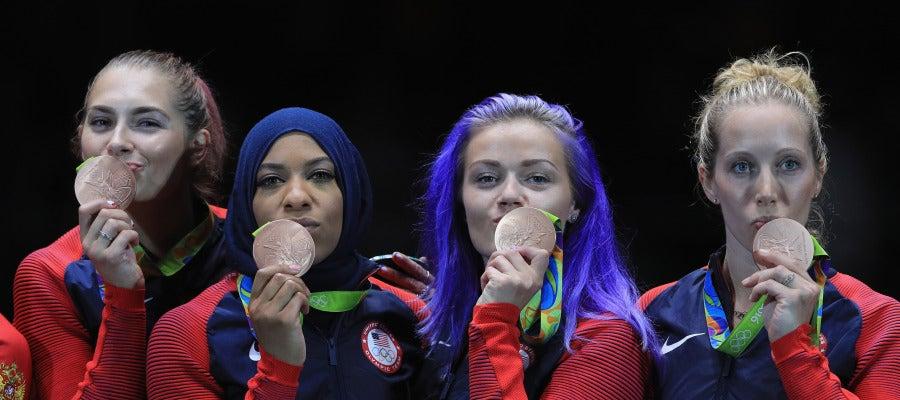 El equipo estadounidense femenino de sable