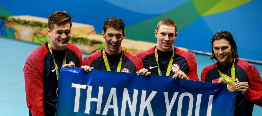 El equipo del 4x100 estilos de Estados Unidos
