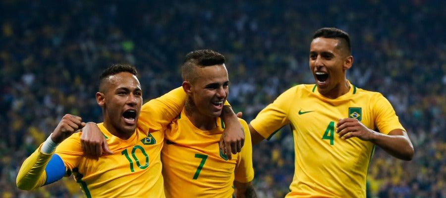 Neymar, Luan y Marquinhos celebran el segundo gol