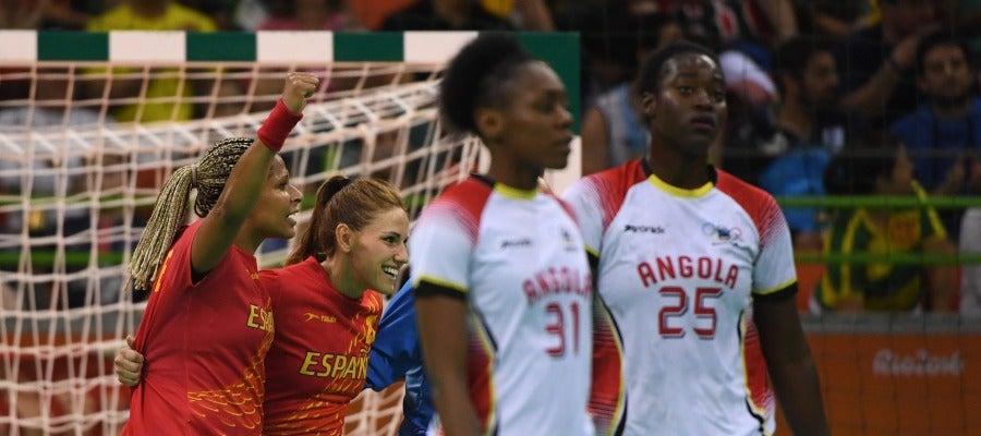 Las 'guerreras' celebran la victoria ante Angola