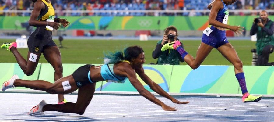Shaunae Miller se lanza en plancha para ganar el oro en los 400