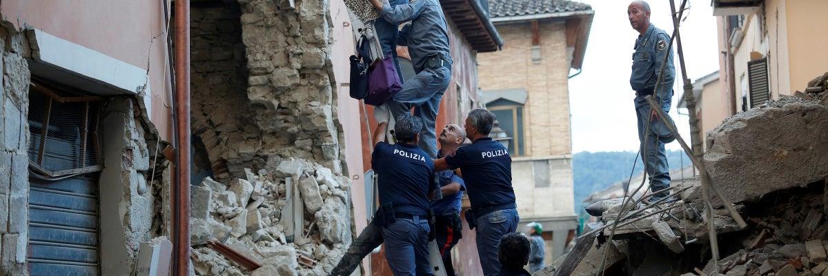 Al menos 21 muertos por un fuerte terremoto de 6,2 grados en el centro de Italia