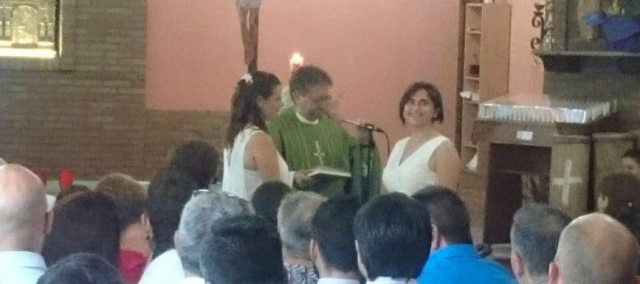 Imagen de la ceremonia en la parroquia de San Bartolomé en Onda