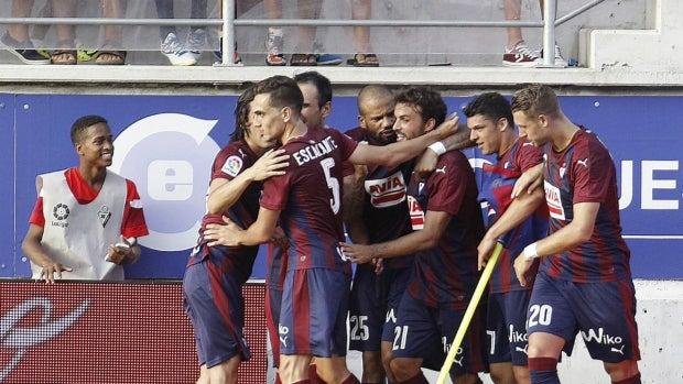 El Eibar celebra un gol de Pedro León