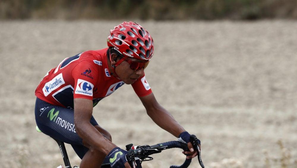 Nairo Quintana, de rojo en la Vuelta
