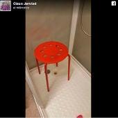 Imagen del taburete de Ikea donde el hombre sufrió el desagradable accidente.