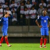 Los jugadores franceses lamentan la falta de puntería ante Bielorrusia