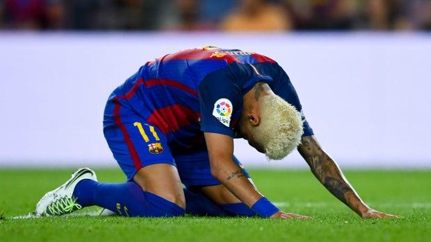 Neymar, arrodillado