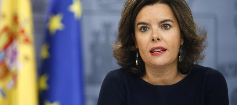 La vicepresidenta del Gobierno en funciones, Soraya Sáenz de Santamaría, durante la rueda de prensa que ha ofrecido tras la reunión del Consejo de Ministros.