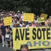 Granada exige la llegada del AVE en una marcha contra el aislamiento por tren