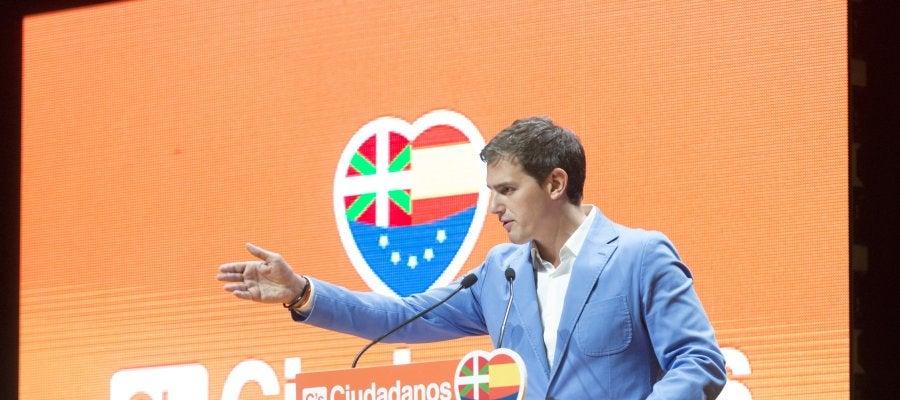 Albert Rivera, líder de Ciudadanos, en un acto de campaña en el País Vasco