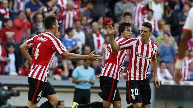 Aduriz celebra su primer gol ante el Valencia
