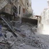 Vista de una calle destruída en la ciudad de Mleha, en las afueras de Damasco