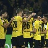 Los jugadores del Borussia Dortmund celebran el gol de Aubameyang