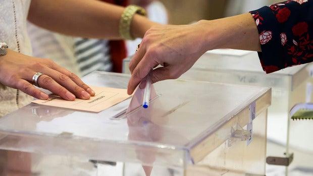 Urna de las elecciones en Galicia