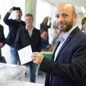 Luis Villares, candidato de En Marea en Galicia, ha ejercido su derecho a voto en Lugo