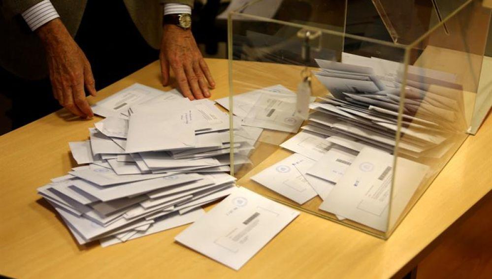 Elecciones Generales 2019: Imagen de archivo de una mesa electoral