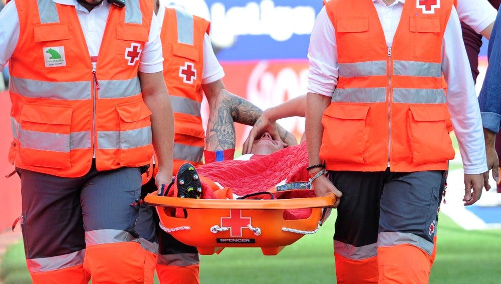 Augusto Fernández se retira lesionado del partido contra el Deportivo