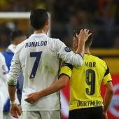 Cristiano Ronaldo y Emre Mor, al final del partido