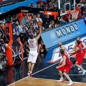 Printezis anotando la canasta final en la Final Four de 2012 celebrada en Estambul.