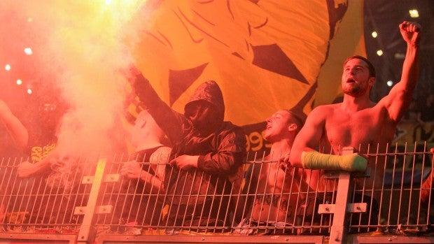 Ultras del Legia Varsovia en el choque de Champions ante el Dortmund.