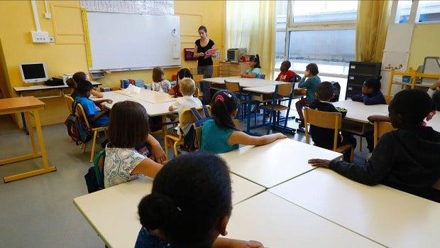 Mesa de redacción: ¿Hay que hacerles regalos a los profesores de nuestros hijos?