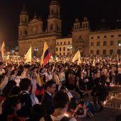 Miles de universitarios participan en una manifestación por la paz en Colombia