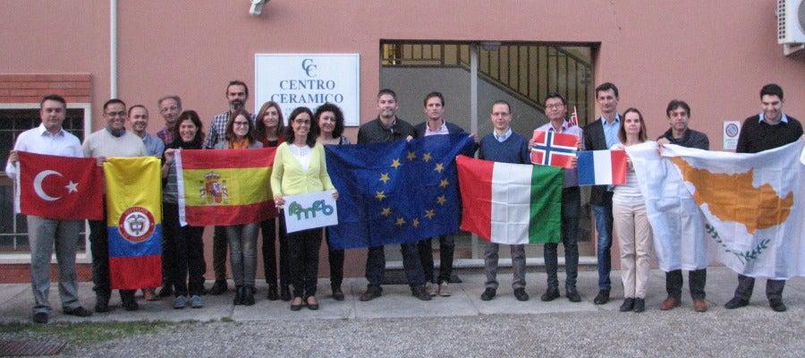 Representantes del consorcio internacional en la reunión de Centro Cerámico (CC) de Bolonia, en Italia.