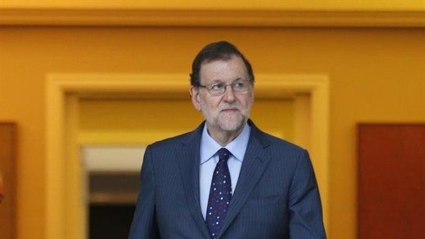 Las preguntas de Amón: ¿No tendría que haber comparecido Mariano Rajoy en Ferraz para celebrar el resultado?