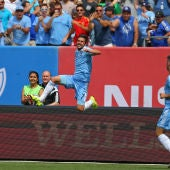 David Villa, celebrando un gol con su actual equipo